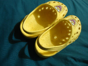 Size 12 Spongebob Square Pants Croc Style Slip on Shoes Kingston Kingston Area image 3