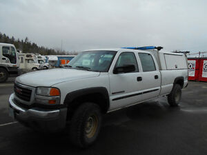 2006 GMC Sierra 2500 Base Pickup Truck