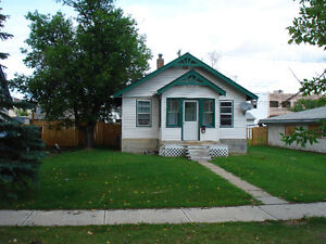 JUST LISTED IN SWANAVON!! STARTER BUNGALOW CLOSE TO DOWNTOWN!