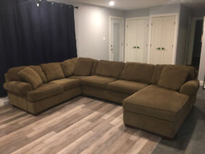 Sectional couch with chez lounge