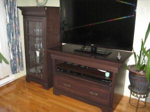Meubles pour télé et deux unités pour rangement /décoration