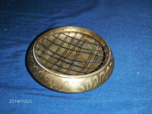 VINTAGE BRASS ASHTRAY WITH SCREEN COVER-1960/70S