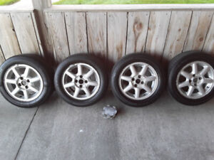 Roues 4 X 100 avec pneus 185 60 R 14