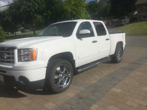 *REDUCED AGAIN* 2011 GMC Sierra 1500 Hybrid Pickup Truck