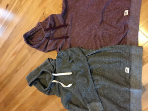 5 ITEMS - 2 Garage brand pullovers / Garage and Old Navy jeans