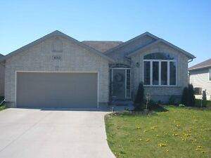 RENT TO OWN NEWER 5 BEDROOM BUNGALOW PETROLIA