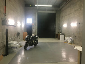 CLEAN Showroom warehouse / Garage for rent