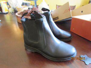 Wowens Leather Short Boots Size 8 Stone Canyon  NEW- 70.00
