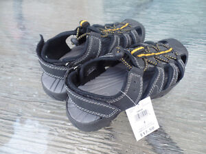 New Size 4 Drew Sandals - New, Youth
