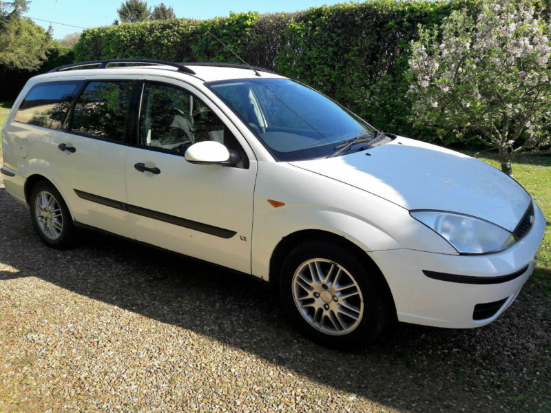Ford Focus Estate 1 8TDdi LX 90bhp in white 2002 5speed
