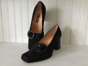 Beautiful suede pumps with buckle, size 6.5