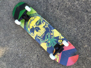 Skateboard érable ABEC-7 très beau NEUF 49$