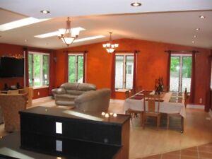 Rare ! FIDO FRIENDLY Southcott 4Bedroom Home. Wi-Fi, AC, BBQ
