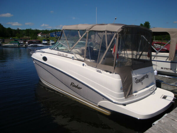 Used 2004 Rinker Boat Co FIESTA VEE 250 EXPRESS CRUISER