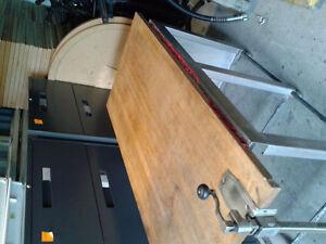 Table devant stainless dessus bois, ouvre canne 62x29x34 haut