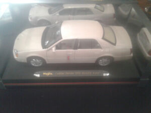☆☆  PEARL WHITE PINK ☆MARY KAY ☆CADILLAC  1/18 DIECAST ☆☆