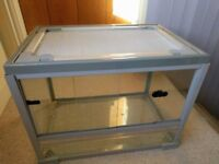 Vivarium - solid glass, with sliding doors, ventilated lid and side screen - 600x400x450 high
