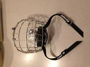 Brand New BAUER Hockey face cage FM1800 Junior Small West Island Greater Montréal image 2
