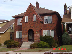 Immaculate 5 BDRM House 5 Minutes from the U