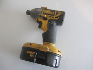Dewalt Impact Driver 1/4 inch 18 volt battery with charger