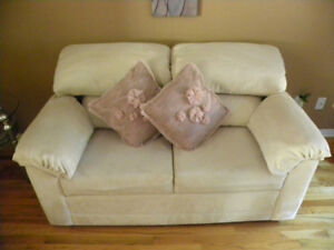 LoveSeat (Sofa)