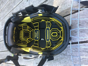 Bauer RE-AKT helmet.  Youth Large great shape.