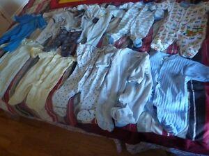 Lot de 30 morceaux vêtements bébé garçon 0-3 mois pour 30$