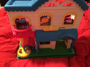 10$ Maison little people / house with sounds