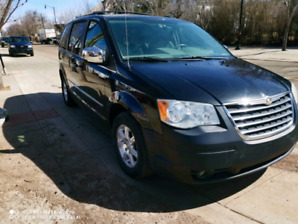 2009 Chrysler Town&Country, DVD, Backup cam,$5800 firm