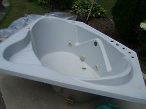 Five foot corner tub (jacuzzi style/no pump)