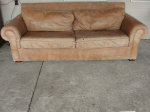 EXPERIENCED LEATHER COUCH