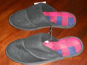 Men's Slippers Kingston Kingston Area image 1