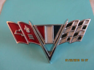 CHEVY CROSSED FLAGS FENDER EMBLEM
