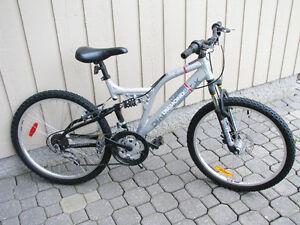 DIAMONDBACK Mountain Bike - 24 Inch wheels