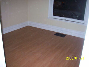2 bdrm main floor Apt Downtown London - $820.00 + pers. hydro
