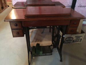 ANTIQUE Pedal Singer Sewing Machine