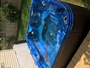 6 person hot tub for sale, as is