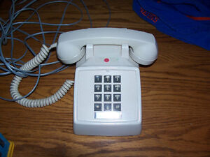 Vintage Fully Working Phone n Great For When the Power Goes Out!
