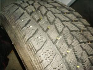 215/65 r15 4 pneus hiver Toyo observe g-o2 plus