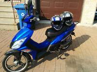 DAYTONA Daymak Scooter Ebike w/ 2 Helmets