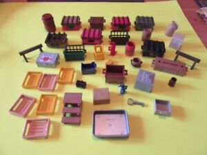 TOYS - MINIATURE CHESTS, CRATES, ITEMS FOR TRUCKS