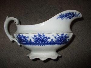 """saucière ancienne genre flow blue, """"Regal"""", circa 1900"""