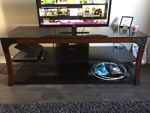 RCA tv with tv stand  Cambridge Kitchener Area image 2