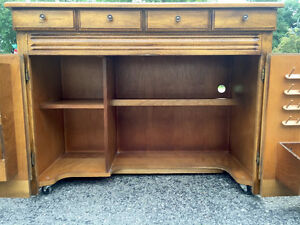 Singer 778 Touch-N-Sew Solid Maple Sewing Cabinet West Island Greater Montréal image 3