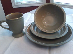 GLAZED GREEN DINNER SET