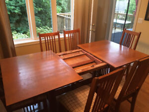 Shaker style Dining room table and 6 chairs