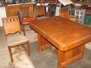 VINTAGE CIRCA 1940s DINING TABLE AND CHAIRS