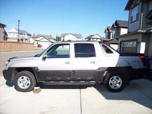 2004 Chevrolet Avalanche 1500 Silver and Black Pickup Truck