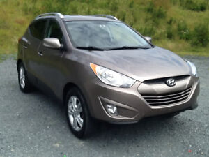 2011 HYUNDAI TUCSON GLS..ONE OWNER..LOW KLMS..LIKE NEW
