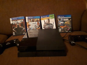 PlayStation 4 500gb, 4 games & 2 controllers
